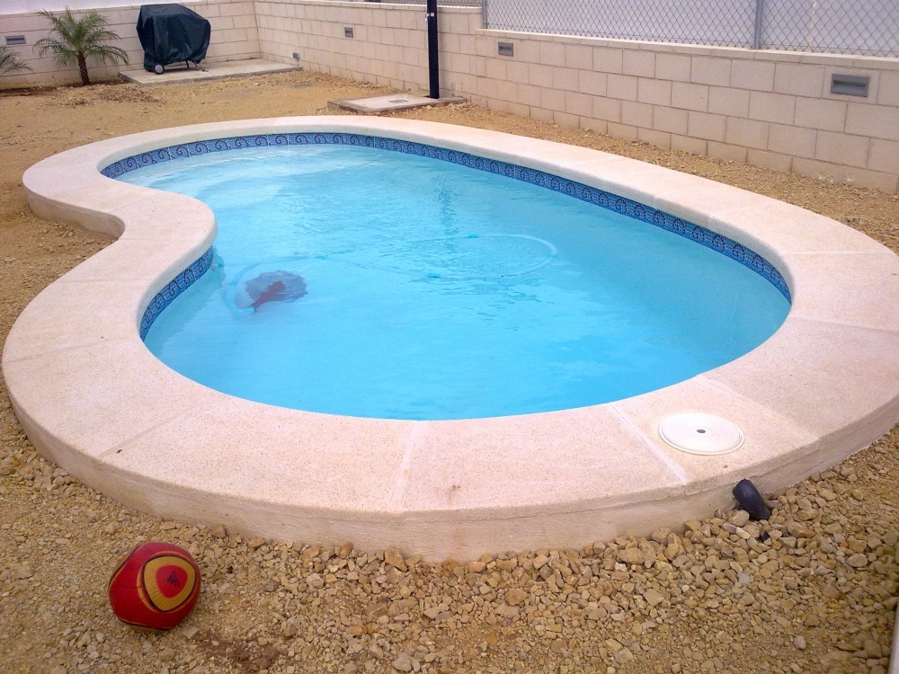 Piscinas de poliester codetrac s l expertos en piscinas for Modelos de piscinas de hormigon