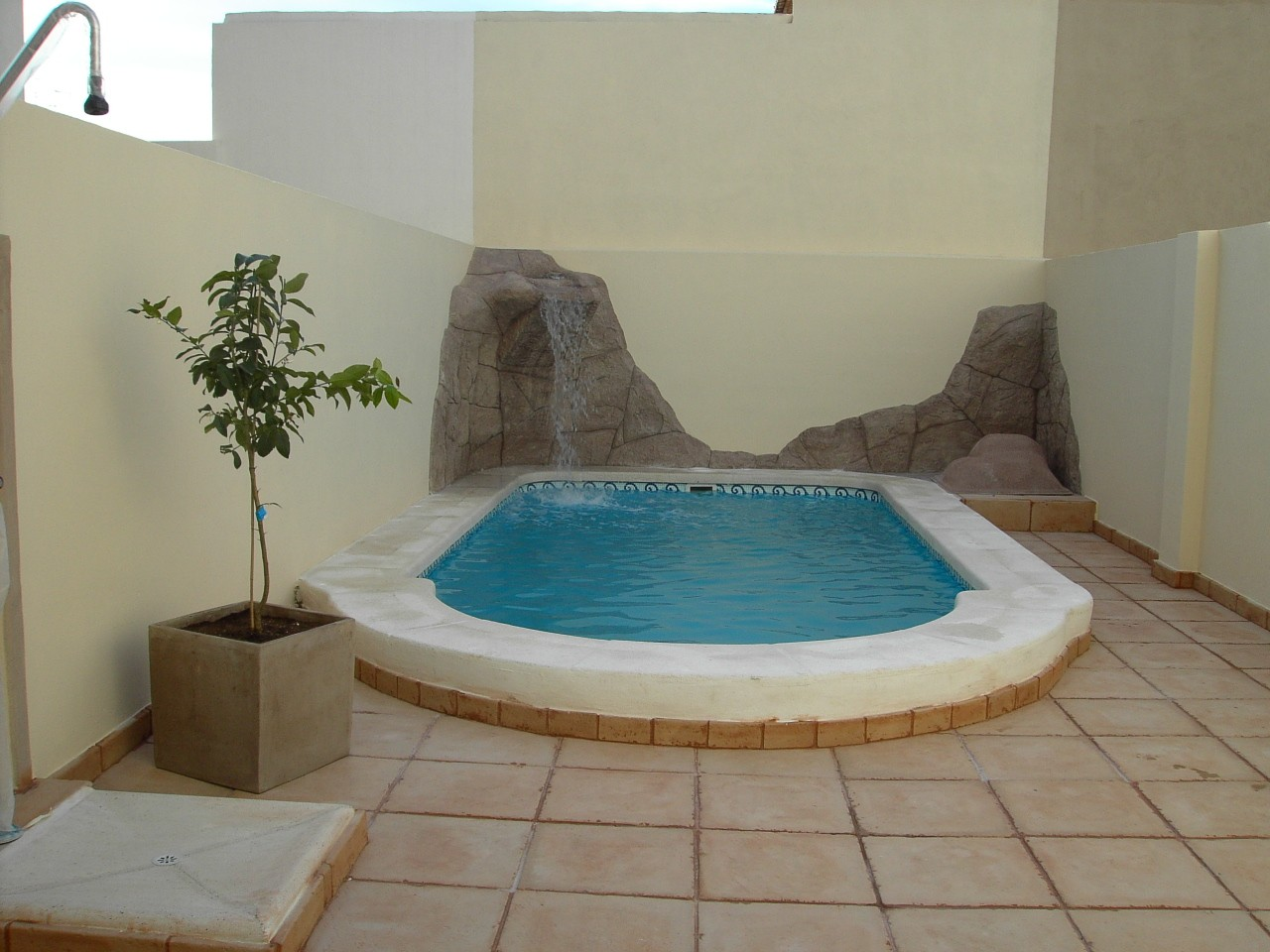 Piscina modelo c 61 codetrac s l expertos en piscinas for Piscinas muy pequenas