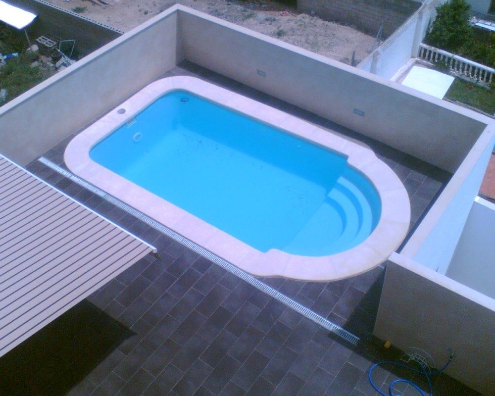 Piscina modelo c 61 codetrac s l expertos en piscinas for Medidas de piscinas de obra